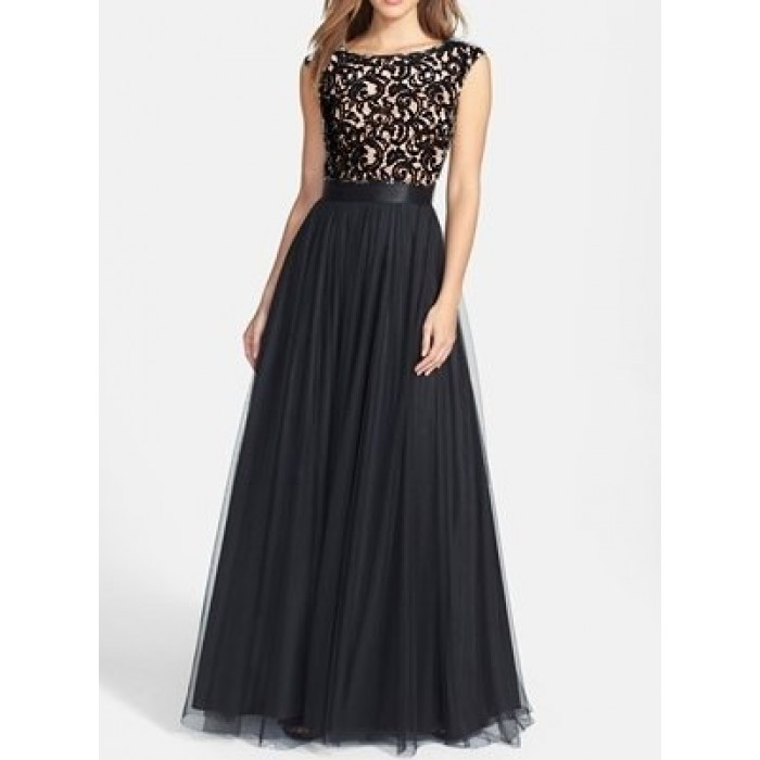 arka v dekolte tül etekli kolsuz dantel abiye elbise