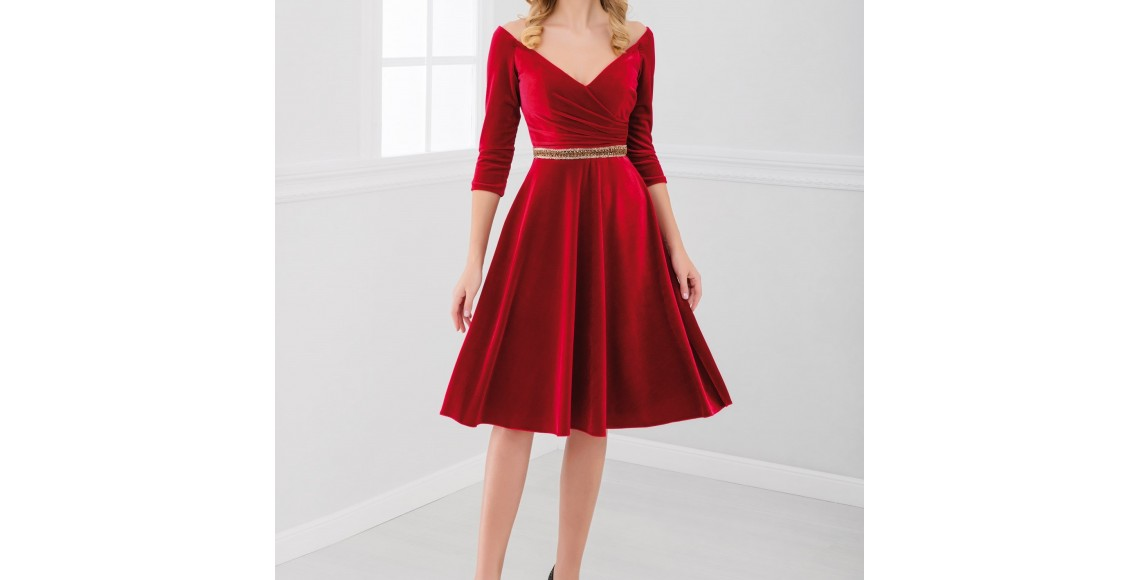 göğüs dekolte kadife elbise