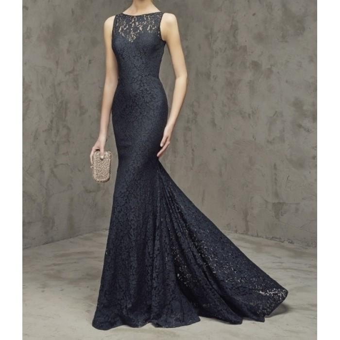 kuyruklu kolsuz sırt dekolte dantel elbise
