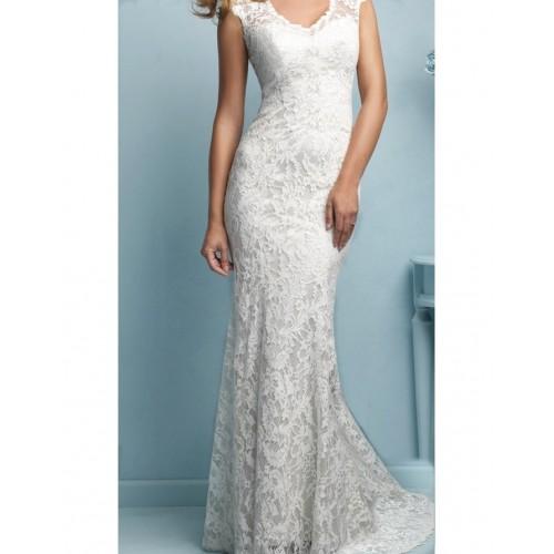 sırt açık dantel düğmeli düşük kol kuyruklu gelinlik elbise