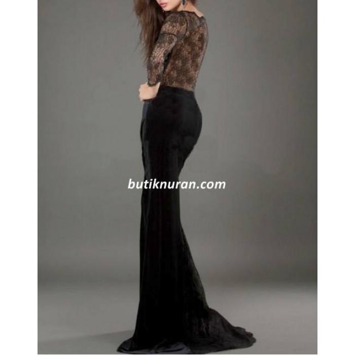 omuz dekolte dantelli kuyruklu kadife elbise